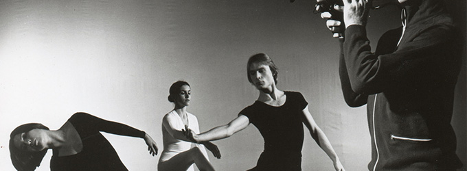 Merce-Cunningham-Dance-Company-in-TV-Rerun.-Photo-by-Jack-Mitchell-1972-copia.jpg-min